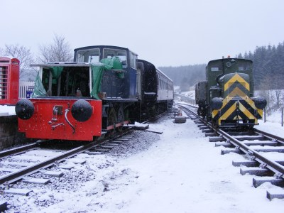 A new view at Whitrope: side by side trains! Fowler on running line to left and Ruston on stock siding to right